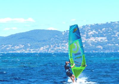 Mobile-2-background-2-accueil-spinout-windsurf-almanarre-giens-hyeres-mer-france-compressor