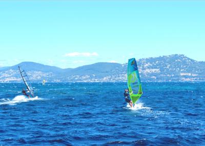background-2-accueil-spinout-windsurf-almanarre-giens-hyeres-mer-france1-compressor